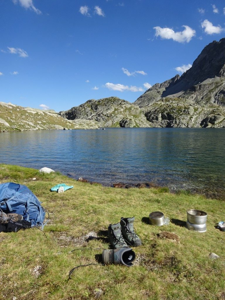 Camp by lacs du Cambales
